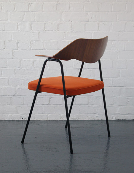 Robin Day vintage 675 chair for Hille