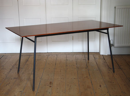 Robin Day 677 dining table